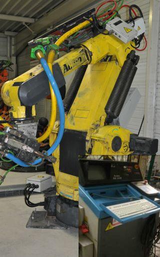 Robot ACMA avec sa baie de commande
